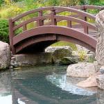 мостик на даче, ландшафтный дизайн, поделки для дачи