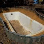 ванна +на даче,водоем +на даче +своими руками,поделки +для дачи +своими руками,поделки +для дачи фото,пруд +из ванны,старые ванны,старая ванная
