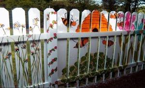 как покрасить забор, красивые заборы